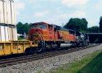BNSF 9405 on NS 220