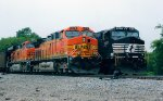 BNSF 5678 on NS 732 passing NS 154