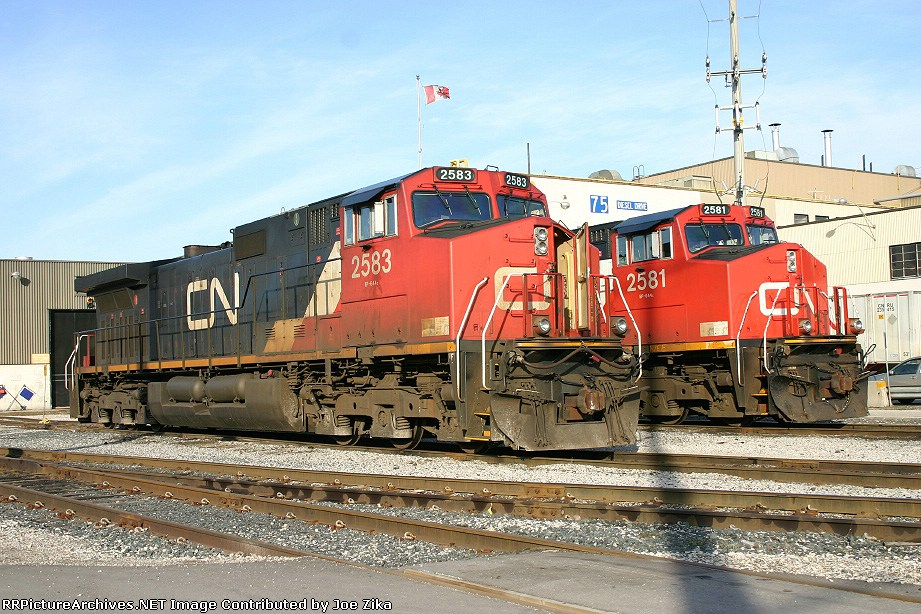 CN 2583 and CN 2581 9-44CW's