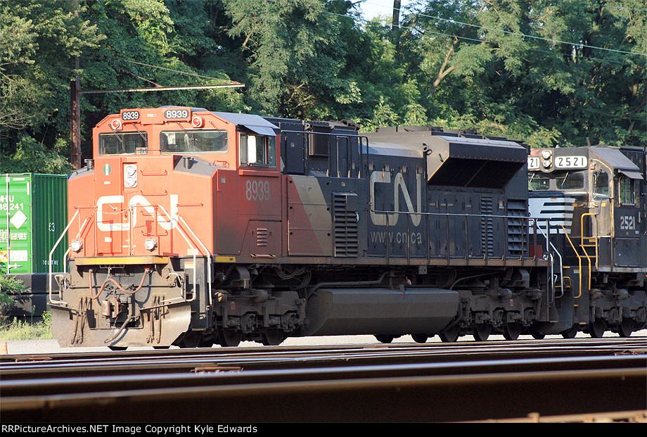 CN SD70M-2 #8939