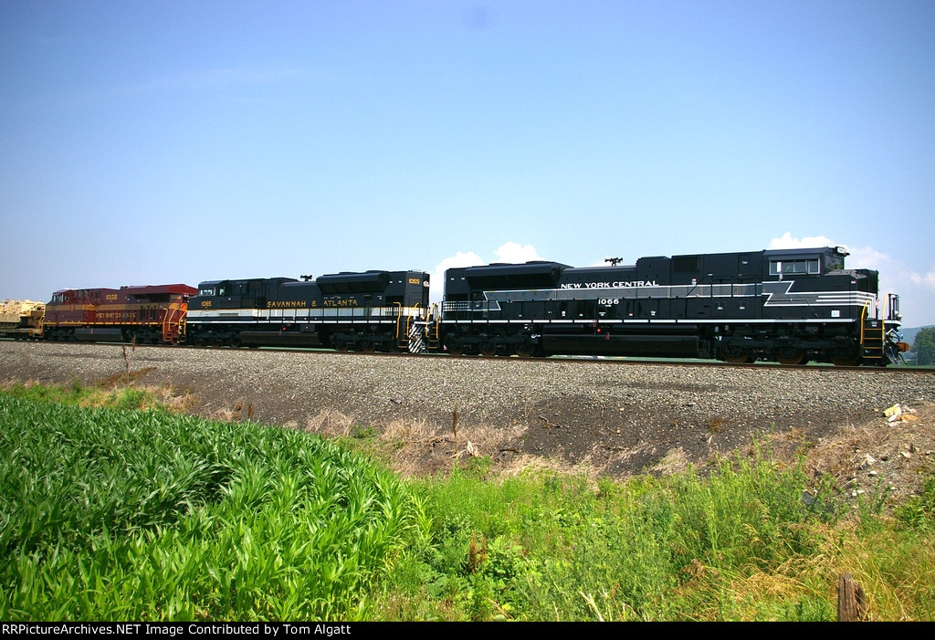 NS 11R with Heritage Units leading