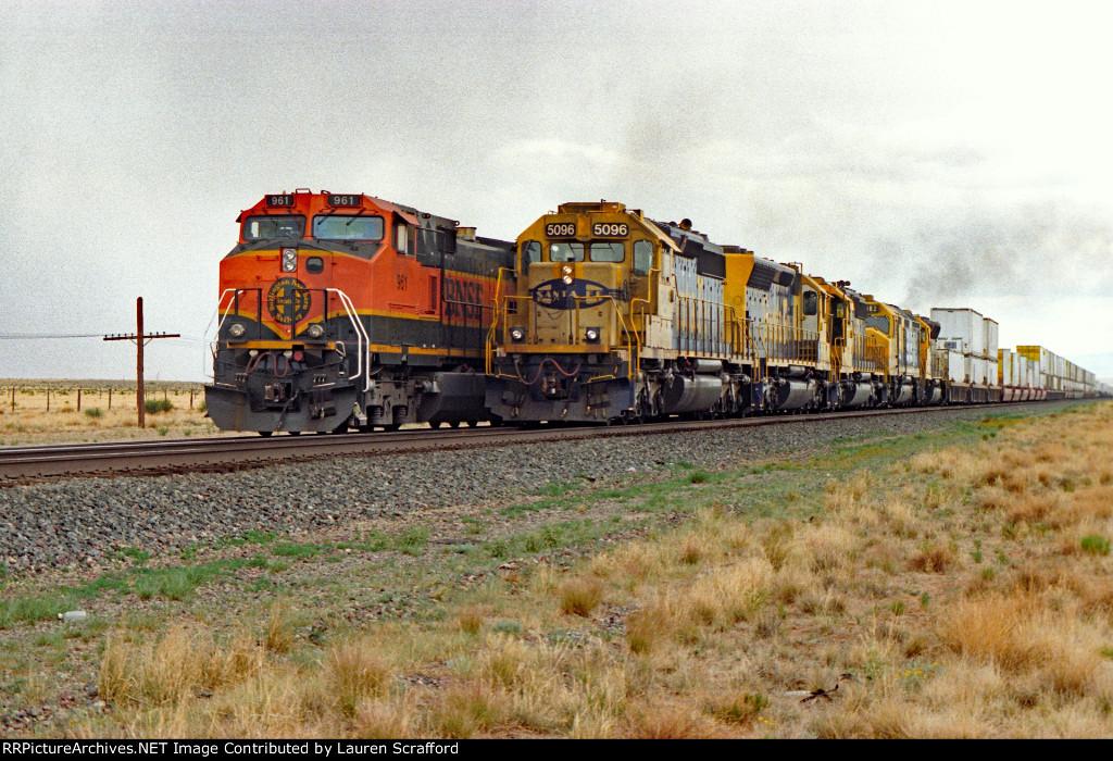 BNSF 961 E/B ATSF 5096 E/B