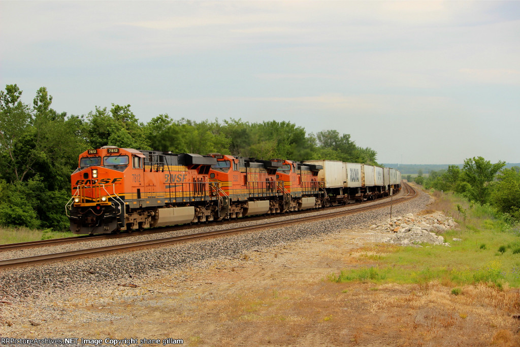 BNSF 7812 leads this hotshot z train wb,