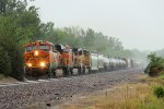 BNSF 7375 leads a wb Galtul. in the pouring rain.