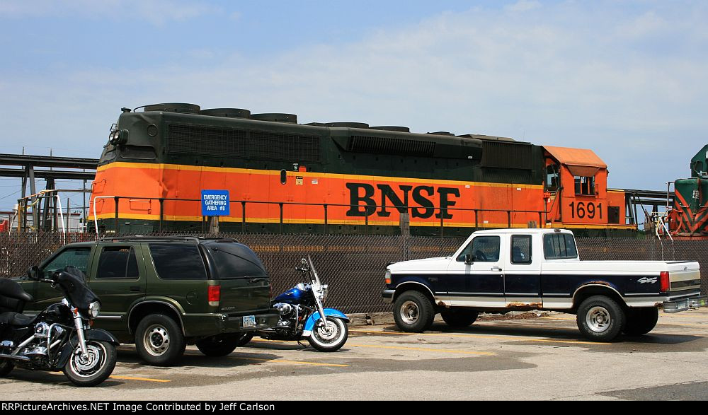 Smashed up BNSF 1691