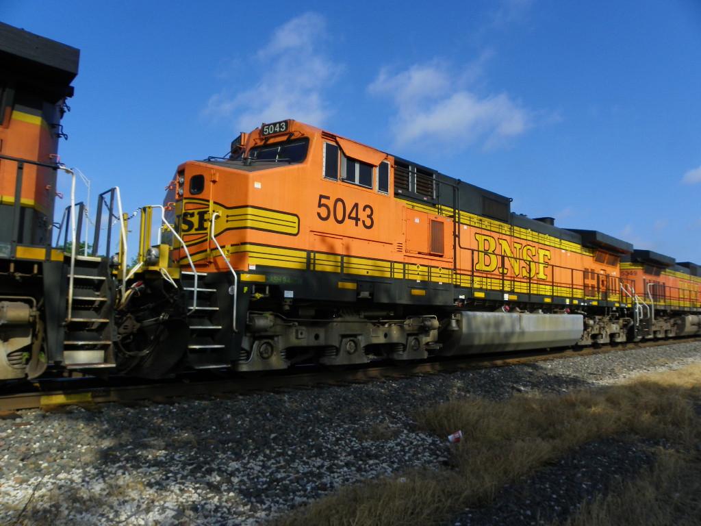 BNSF C44-9W 5043