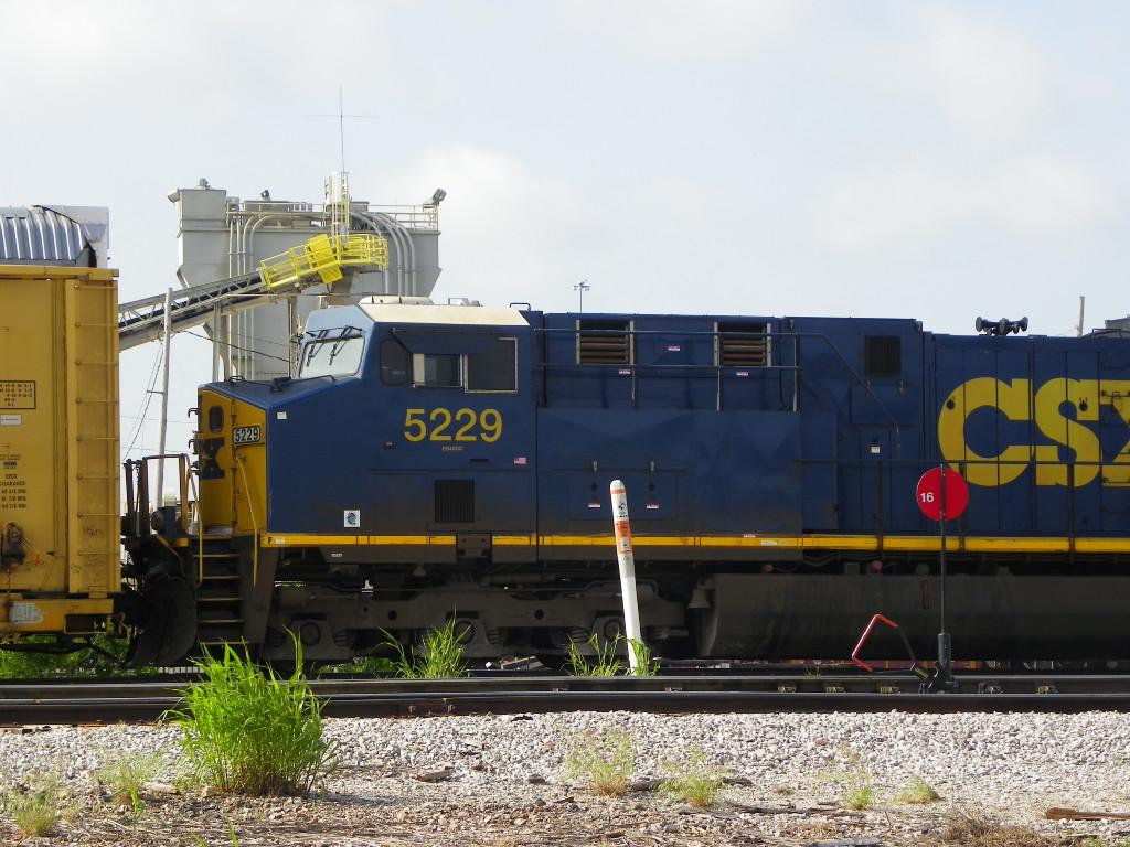 CSXT ES40DC 5229