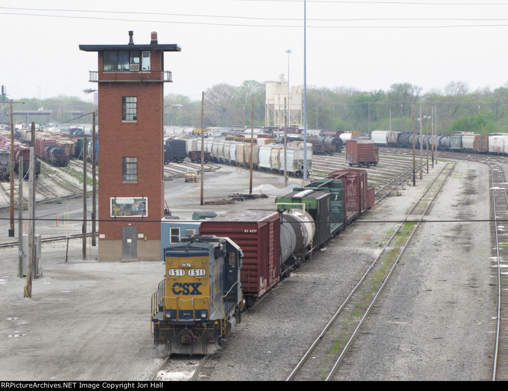 CSX 1511 sits on the New Lead next to Halsted St Tower