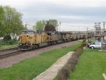 UP 6892 leads westbound NIPSCo coal empties past the railfan park