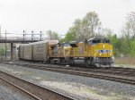 Sparkling clean 8722 leads the ratty 9725 west on the IHB with autoracks