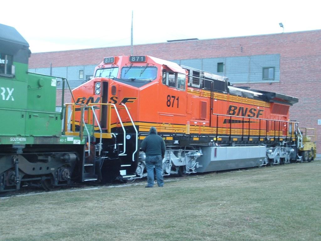 BNSF 871 C40-8W in new BNSF paint scheme