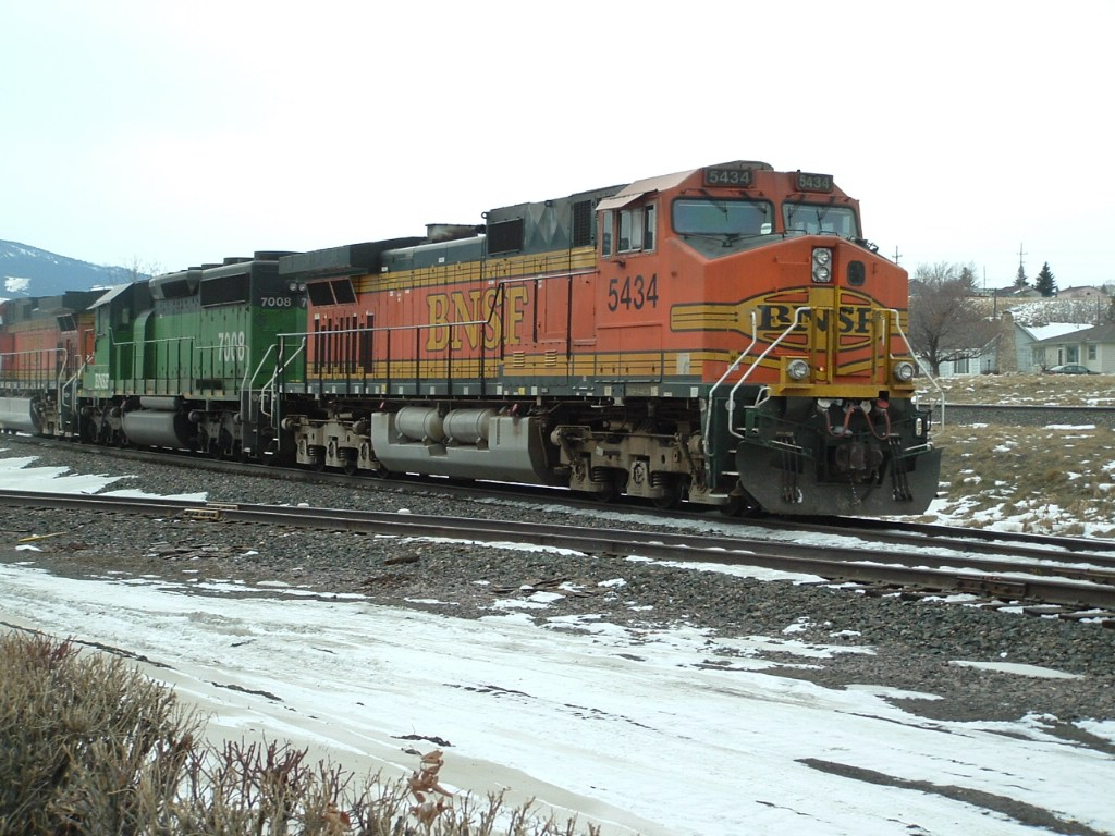 BNSF 5434 DASH 9 waiting for power to add on