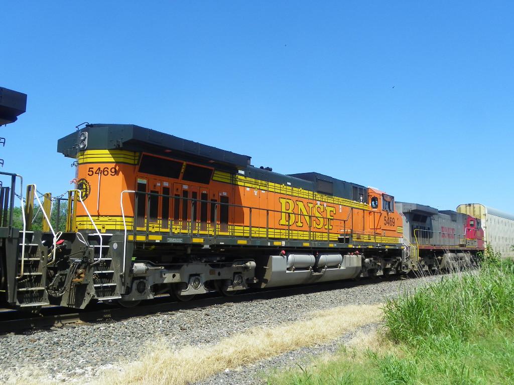 BNSF C44-9W 5469