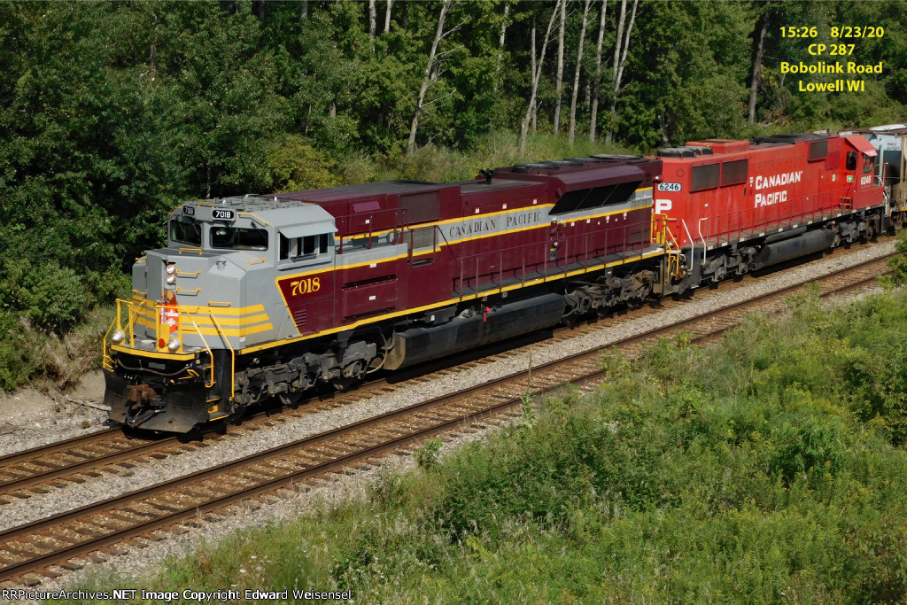 7018 leading manifest 287 climbs main 1 from the Beaver Dam River and the Reeseville marsh @ Boblink Road