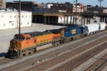 BNSF 4052 leads southbound CSX train 521