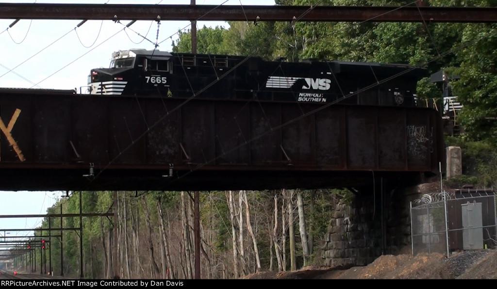 NS ES40DC 7665 trails on 66Z