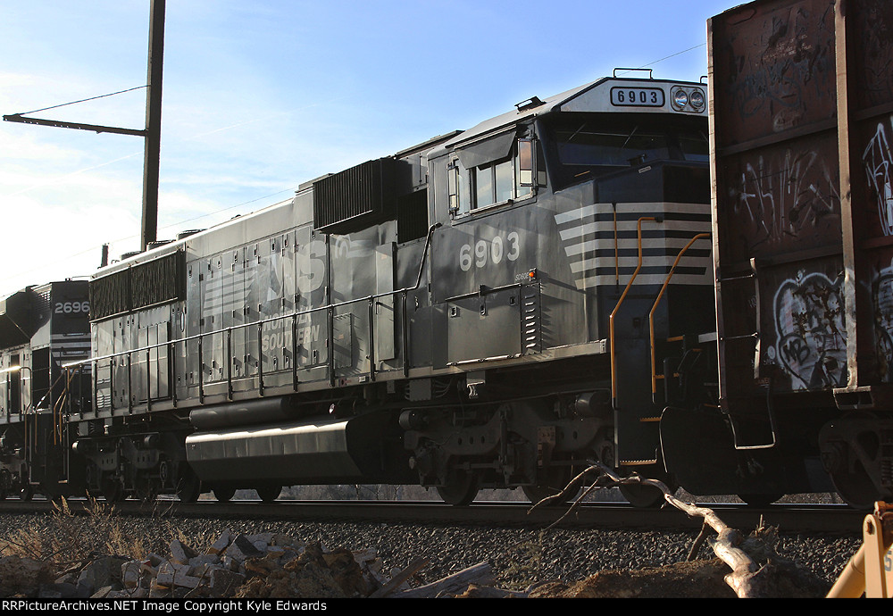 NS SD60E #6903 on 17G