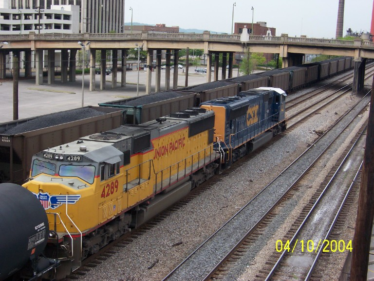 UP 4289 on NS train 393