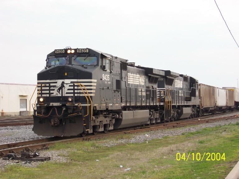 NS 9435 leads NS train 219 pass 32nd st
