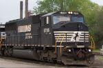 NS 6786 leads NS 340 pass 32nd st