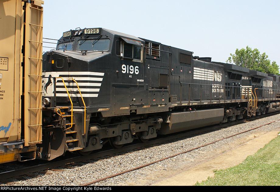 NS C40-9W #9196 on 18N