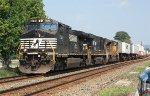 NS C40-9W #9738 on 211