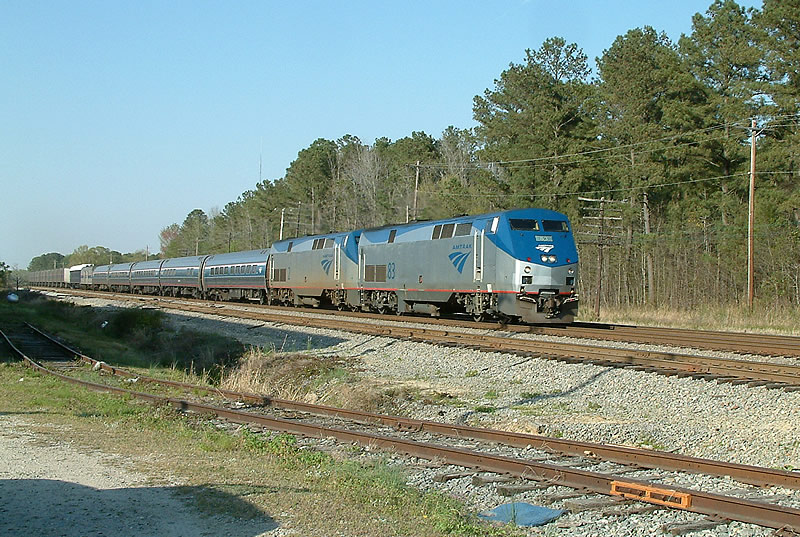 Amtrak Train 89 with lots of freight
