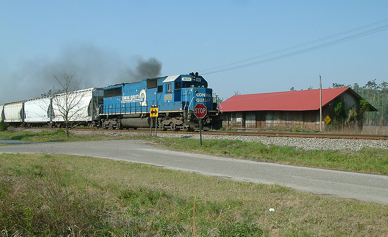 1 unit wonder train Q410 belches smoke