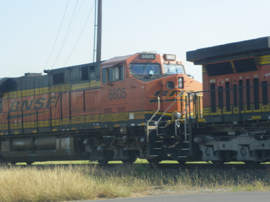 BNSF ES44C4 6605