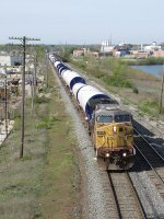 Just short of Lamar, UP 6670 leads its train of turbine towers east