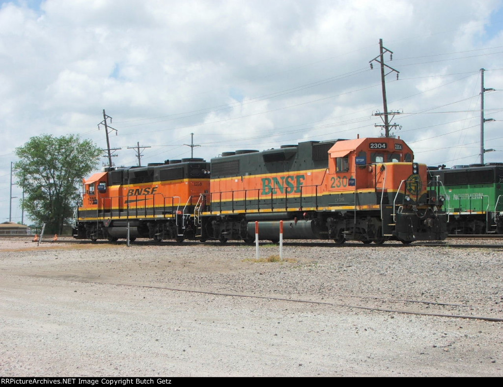BNSF 2304 & 1533
