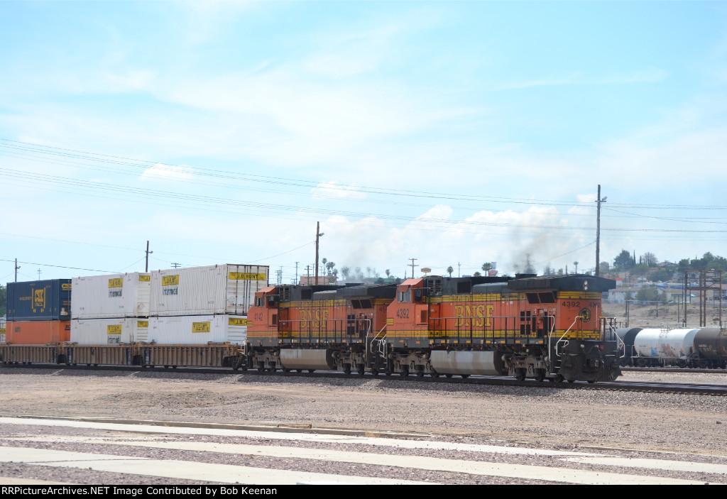 BNSF 4142 & 4392