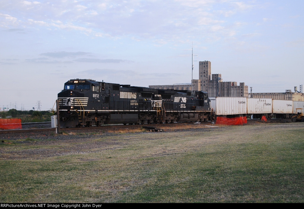 NS 8972 and NS 9785 leaving Saginaw