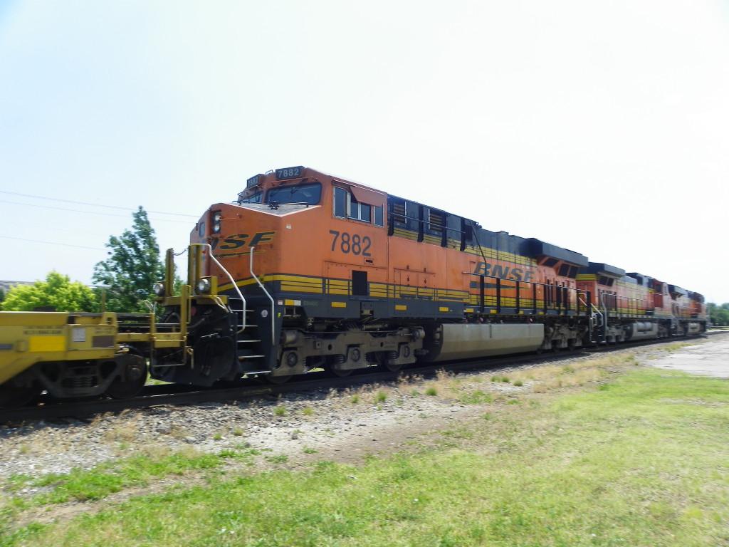 BNSF ES44DC 7882