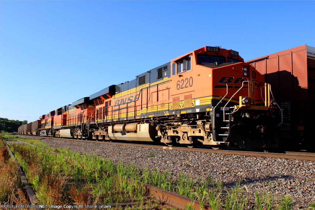 BNSF 6220 waits for a freight to clear the siding.