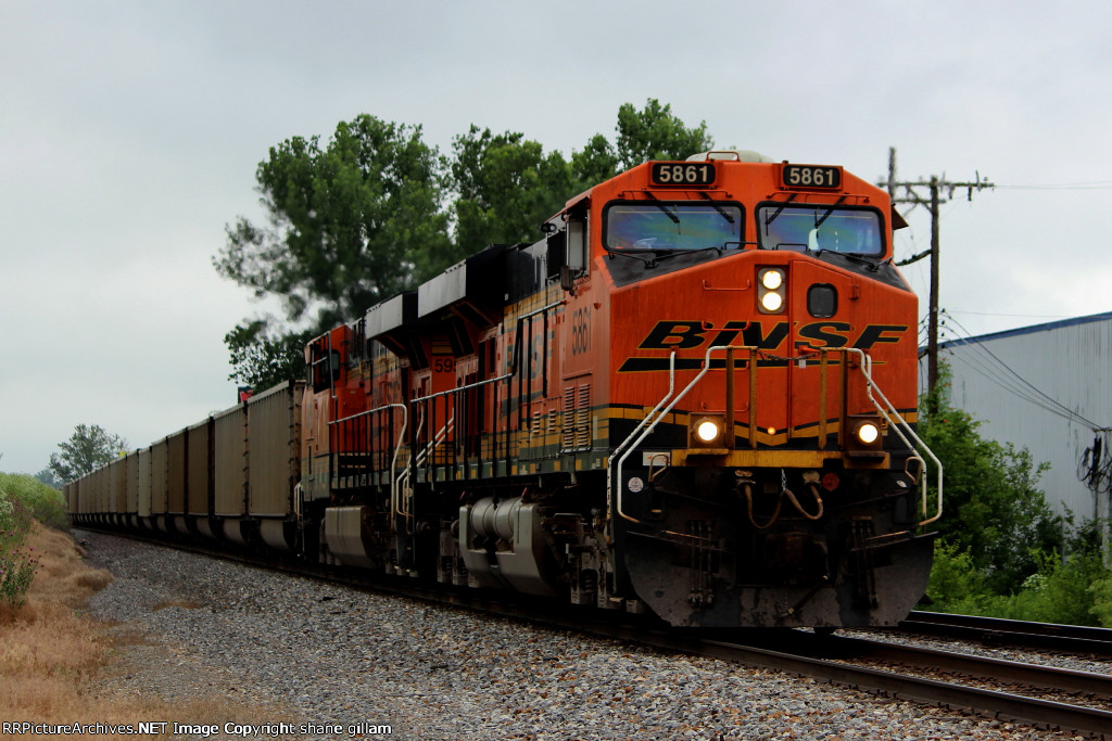 BNSF 5861 leads a coal load sb at old monroe.