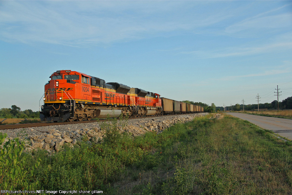 BNSF 9204 rocks a empty coal into old monroe 2nd of 3nbs.