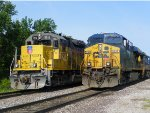 CSXT ES40DC 5292 & UP GP60 1913