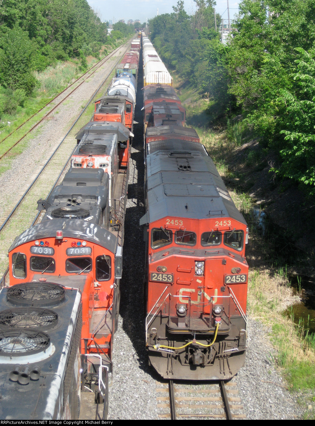 CN 2453, BCOL 4642 & BCOL 4623  head west into Taschereau Yard