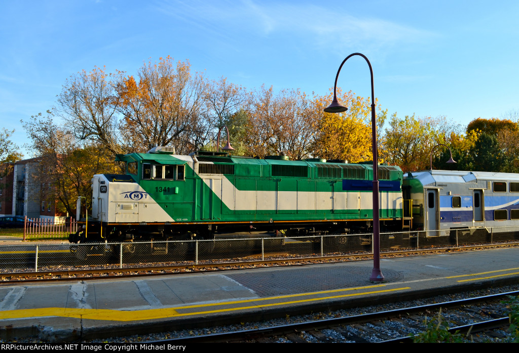 AMT 1341 stopped at Montreal West