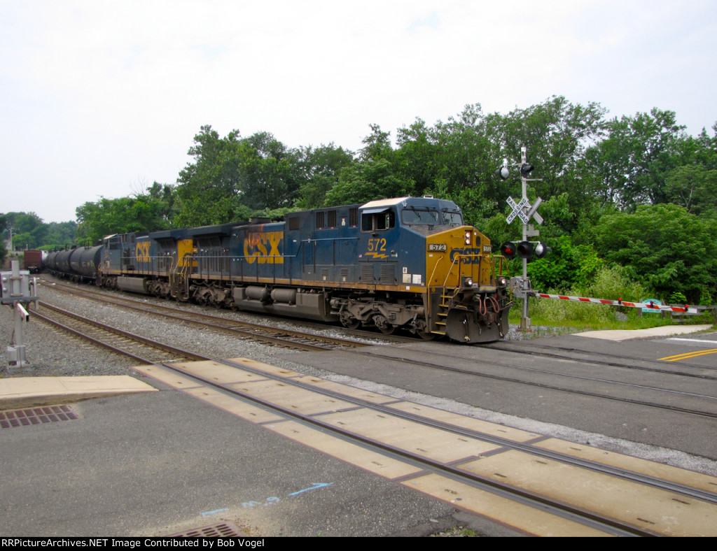 CSX 572 and 573