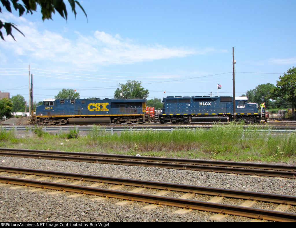 CSX 5214 and HLCX 6302