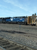 MRL 4312 SD70ACe dumping off cars at