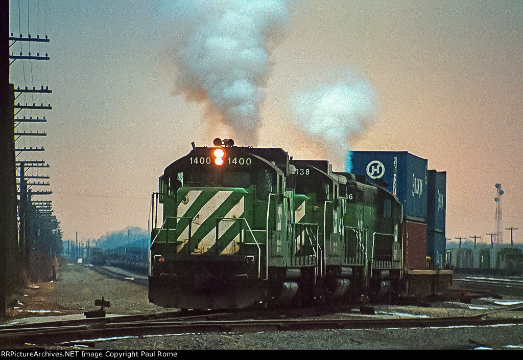 BN 1400, EMD GP10, not your typical intermodal train power, departing Eola Yard,