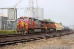 BNSF 693 leads a eb freight train thur the old atsf lights.