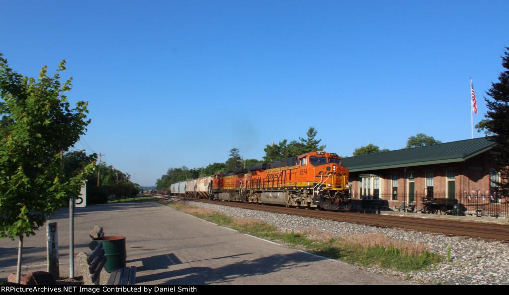BNSF 6874 leads CSX Q-503 north by Glendale, Ohio.