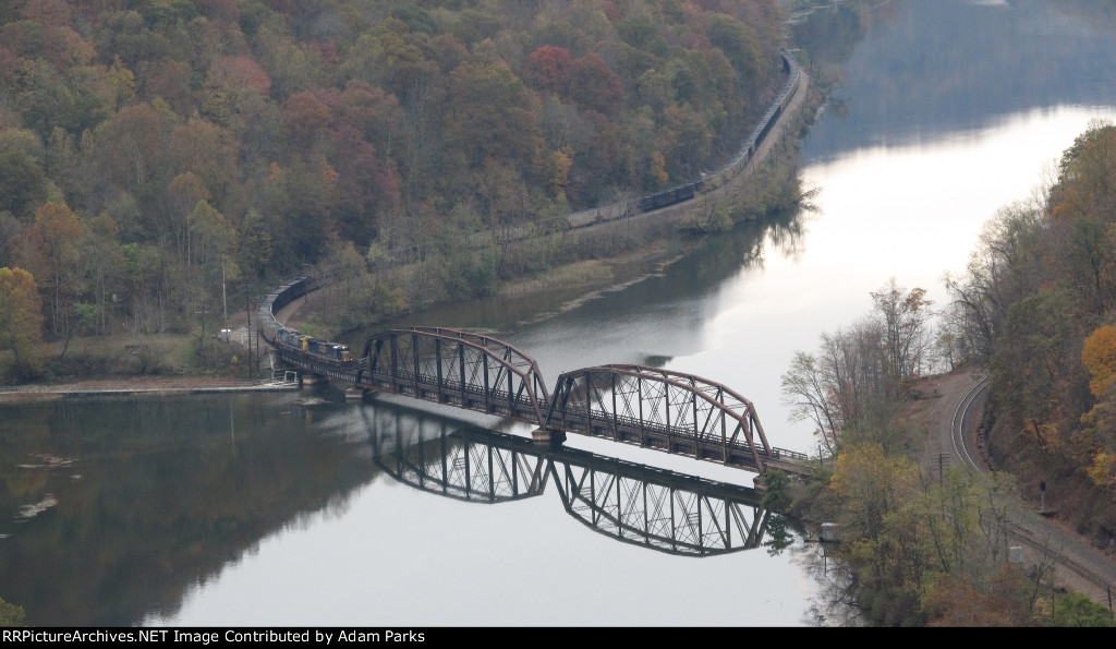 CSX 7535 over the New River