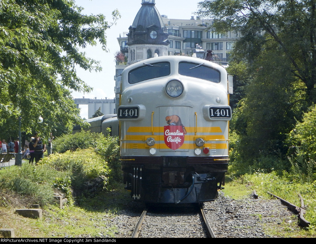 CP 1401 on CPR 150 train at Montreal Old Port