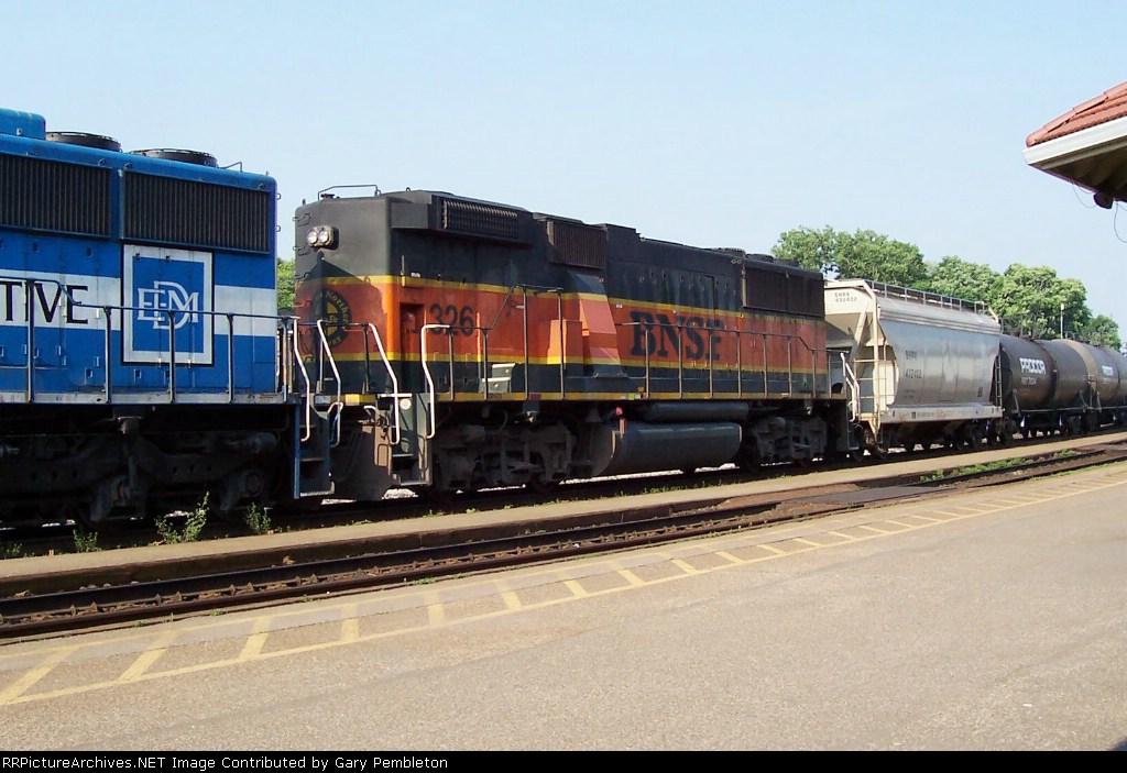 BNSF 326