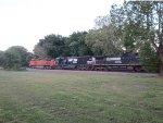 BNSF 5221 & NS 6752